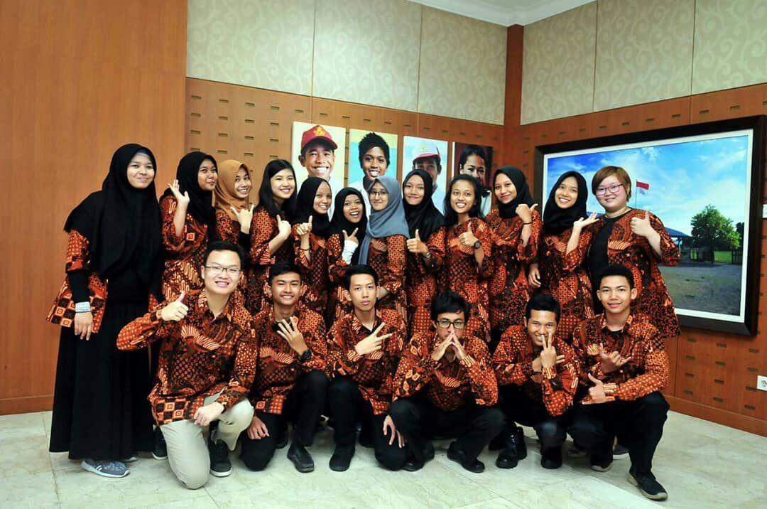 Arif Kusuma Firdaus dan Nadia Alfi Syarifah bersama 17 Para pelajar dari berbagai Sekolah di Indonesia